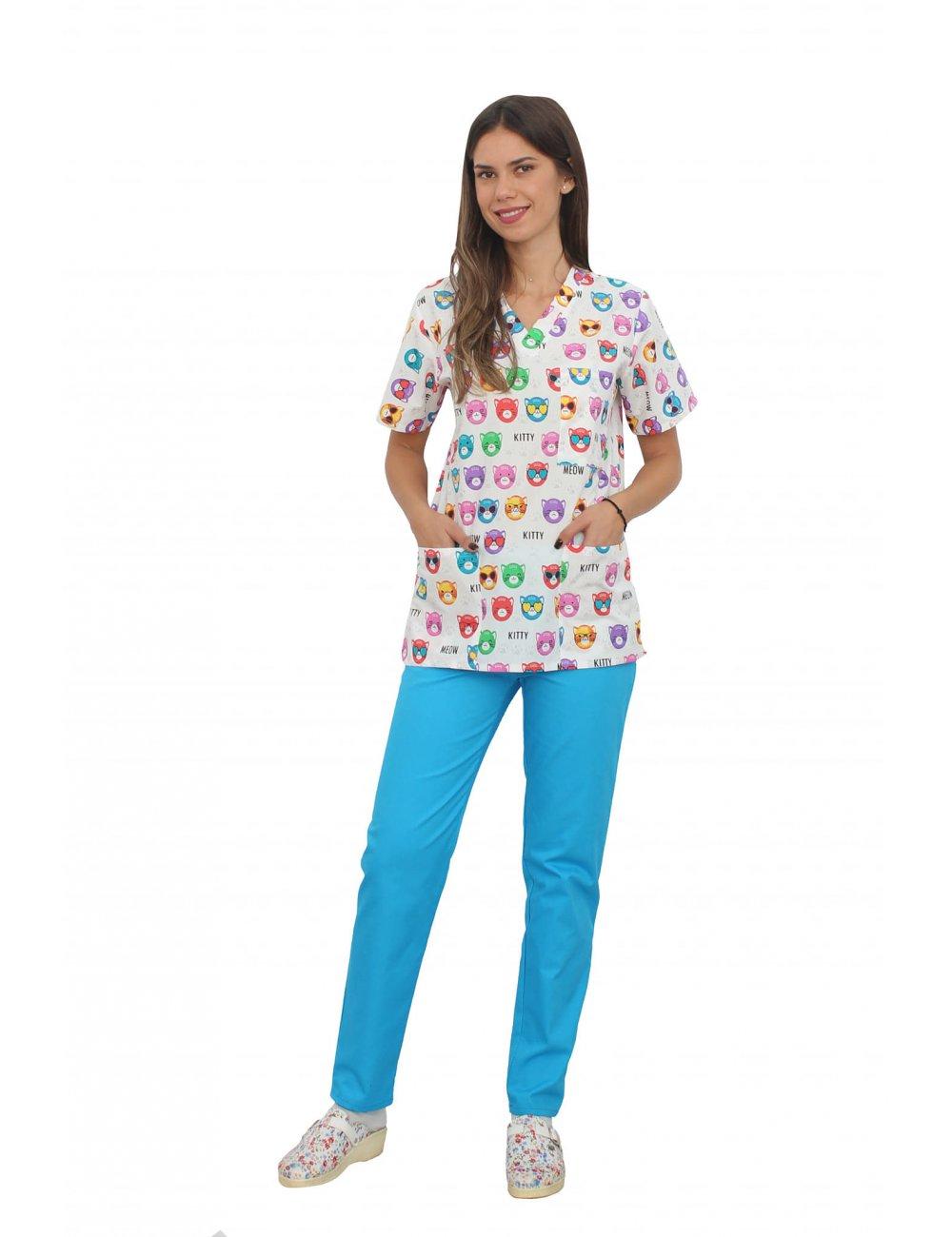Costum medical Kitty, bluza cu imprimeu si pantaloni turcoaz cu elastic