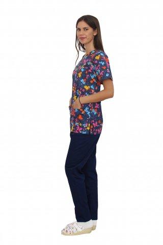 Costum medical Butterfly, cu bluza cu imprimeu  si pantaloni bleomarin cu elastic