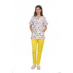 Costum medical Kitty, bluza cu imprimeu si pantaloni galbeni cu elastic
