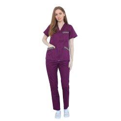 Costum medical cu motive traditionale, cu bluza si pantaloni visina cu elastic