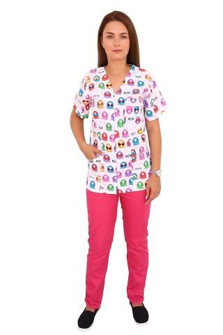 Costum medical Kitty, bluza cu imprimeu si pantaloni ciclam cu elastic