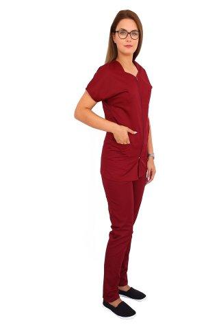 Uniforma de lucru grena, bluza cu fermoar cambrata, trei buzunare si pantaloni cu elastic