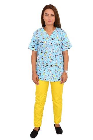 Costum medical Catelusi, cu bluza cu imprimeu si pantaloni galbeni cu elastic