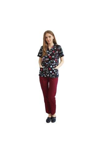 Costum medical Love, cu bluza cu imprimeu si pantaloni grena cu elastic